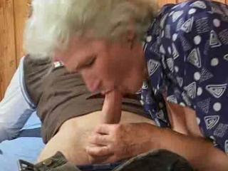 Подглядование сын ебет мать