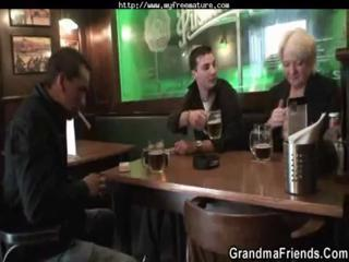 Порно видео мама ебет доч сатрапоном