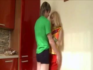 Подросток девочка ебется с мальчиком