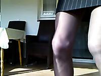 Кроссдрессер показывает себя в женской одежде