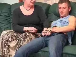 Зрелые голые бабы ебутся как молодые видео